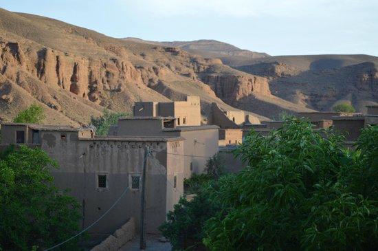 Dar Jnan Tiouira: Village avoisinant