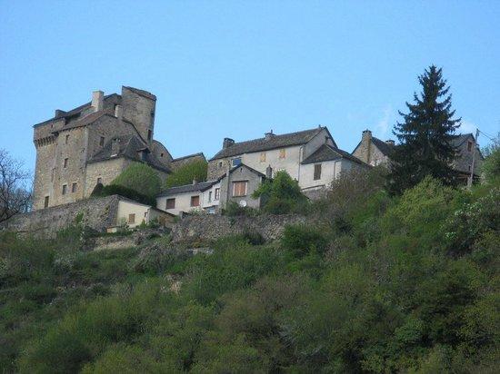 Le Moulin d'Olt : vue de Montjezieu de l'hotel