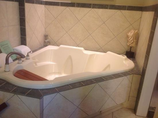Beacon House Inn Bed & Breakfast: whirlpool bath