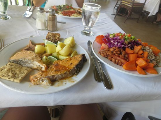 VH Gran Ventana Beach Resort: Dinner - I loved their fish