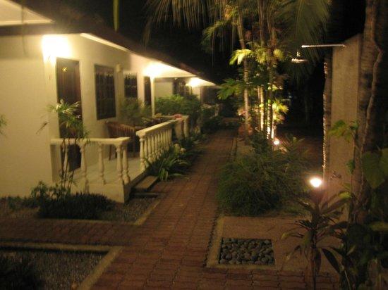 Tropical Resort: Quiet evening