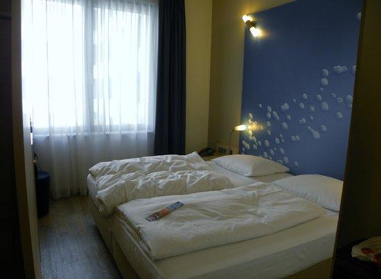 H2 Hotel Berlin Alexanderplatz: Stanza con due letti singoli