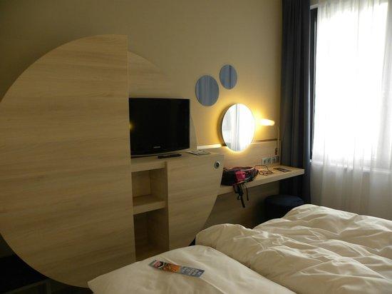 H2 Hotel Berlin Alexanderplatz: Armadio