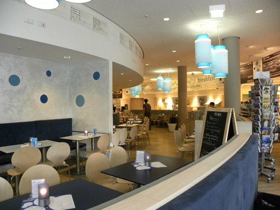 H2 Hotel Berlin Alexanderplatz: Spazio per colazione