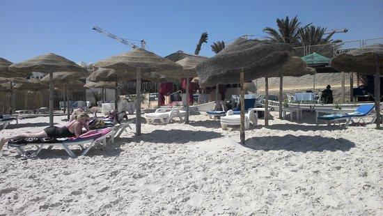 Hôtel Kanta : Kanta Private beach, 10 mins walk or a tuk tuk ride away