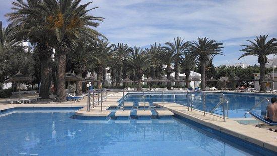 Hôtel Kanta : The main pool