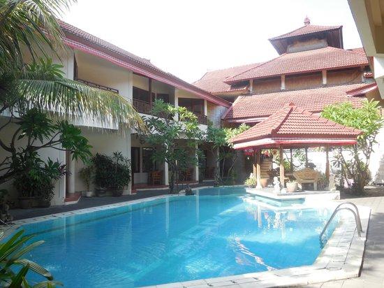 Hotel The Flora Kuta Bali: pool
