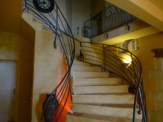 Cap de Castel: escalier d'accés aux chambres