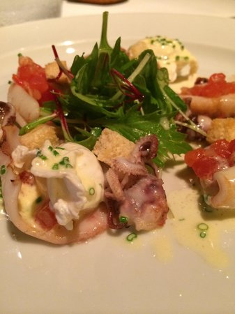 Tomo 1 : Warm squid salad with confited tomatoes, salad, beurre blanc and perfectly poached quail eggs -