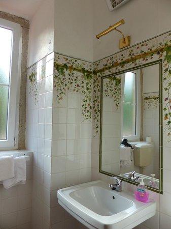Hotel Sintra Jardim: salle de bain