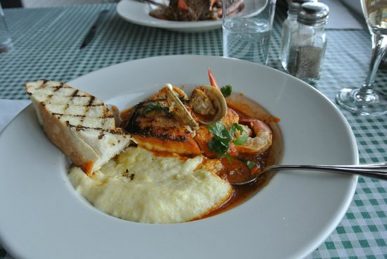 Dockside 700 Lakefront Grill: Halibut with cioppino sauce