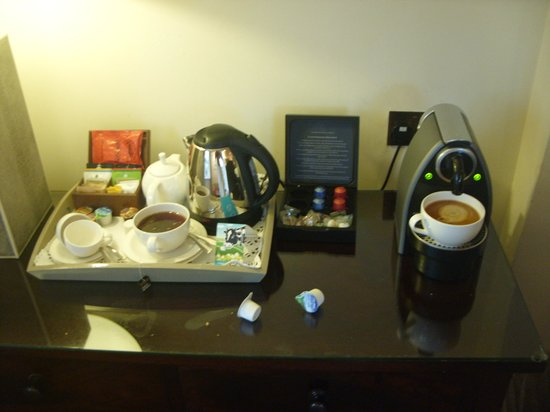 The Manor House Hotel: Tea and Coffee facilities