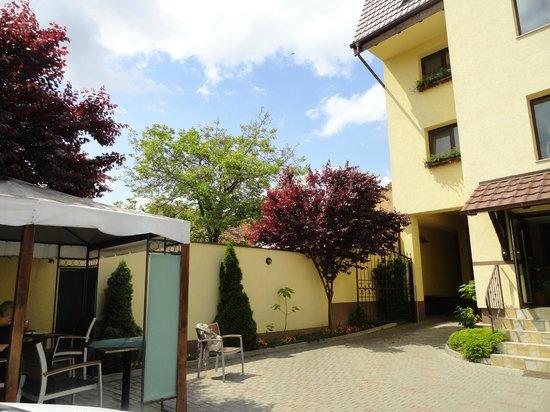 Hotel Crisana Arad : hotel od podwórka
