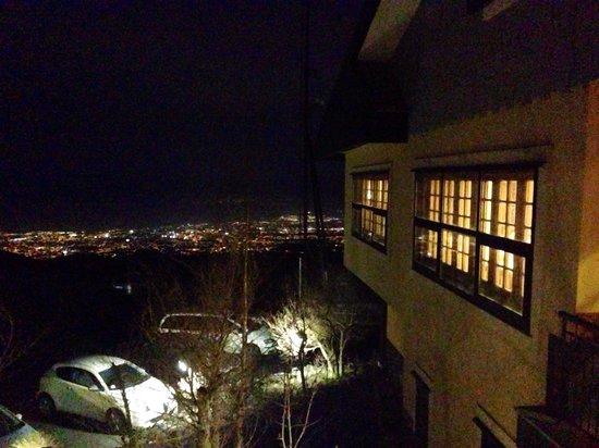Hotel Corsaro: Вид на ночную Катанию с террасы