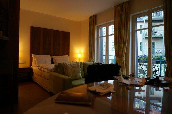 Maximilian Munich: Bedroom