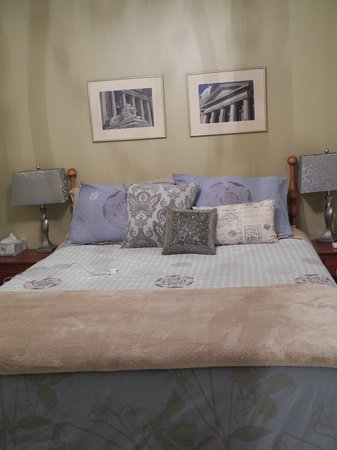 The Funky Frog B&B: Master Bedroom - Wisteria Suite - so serene