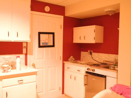 The Funky Frog B&B: Kitchen area - Wisteria Suite