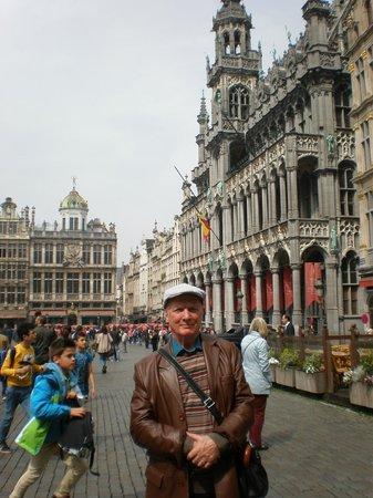 Les Galeries Royales Saint-Hubert : Grand Place Brussels