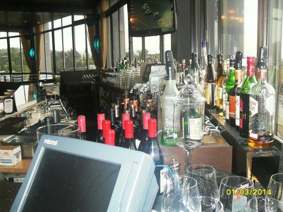 Hotel Angeleno: Restaurante del hotel - barra