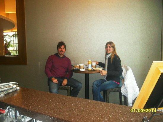 Hotel Angeleno: negocio al lado del lobby para desayunar