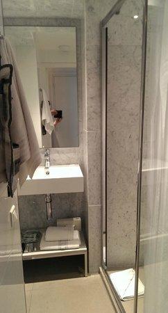 Hotel Tourisme Avenue: The bath