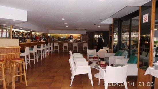 Catalonia Oro Negro: Pool bar