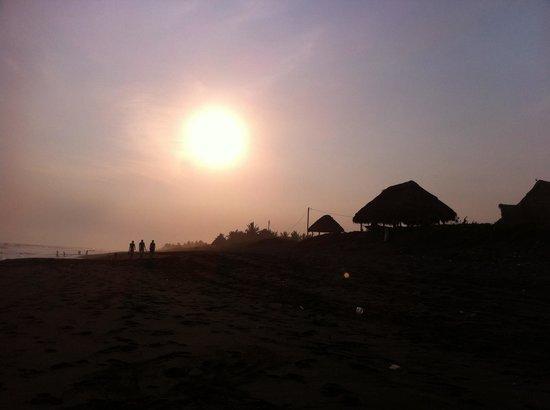 Paredon Surf House: Sunset