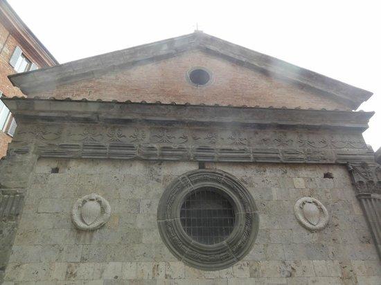 Albergo Cannon d'Oro: La façade face a la chambre triple