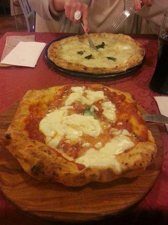 Pizzeria Starita a Materdei: Montanara e 4 formaggi divine
