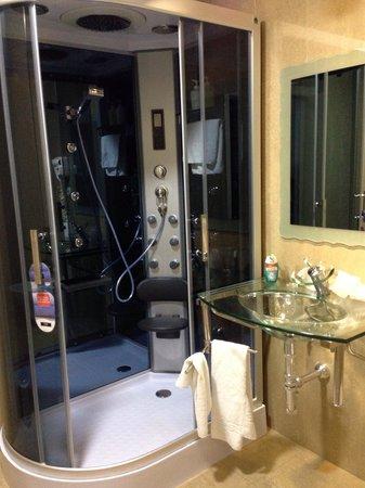 Nap Hotel Oviedo: Baño