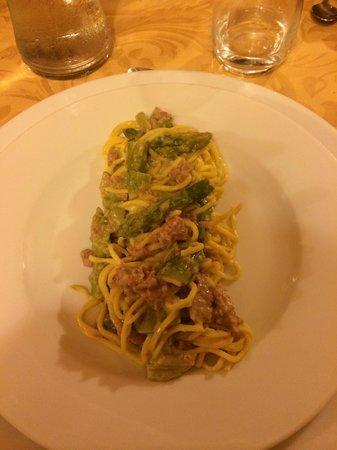 Il Merlo Ghiottone: tagliolini agli asparagi e salsiccia