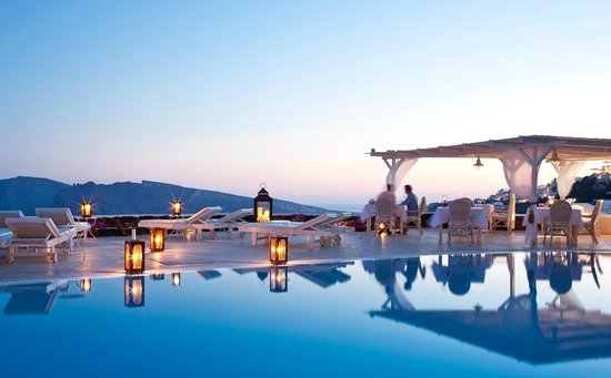 Canaves Oia Hotel : Outdoor pool at sunset.