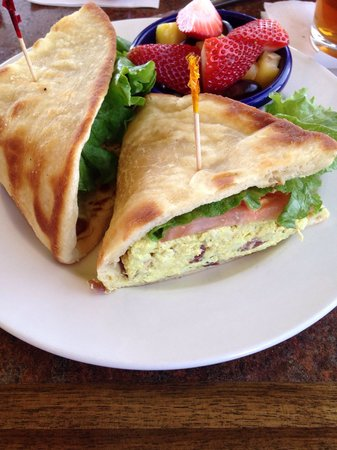 Old Hickory Station: Curry chicken sandwich with fresh fruit