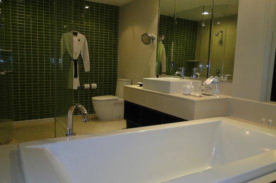 Le Meridien Chiang Rai Resort : BAÑO