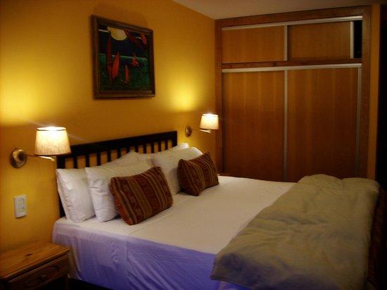Peninsula Petit Hotel : Cama enorme!