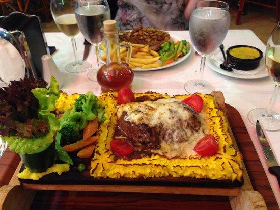 Samdan Restaurant : Fillet steak Mona Lisa. Gorgeous!!