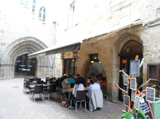 Le Sarrasin : It has inside and outside tables and a great atmosphere