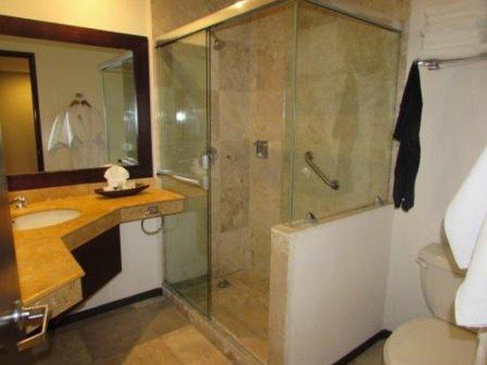 Ocean View Hotel: il bagno