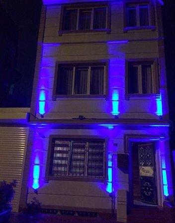Sky Blue Hotel: Outside
