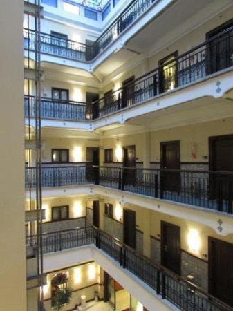 Hampton Inn & Suites Mexico City - Centro Historico: la corte interna