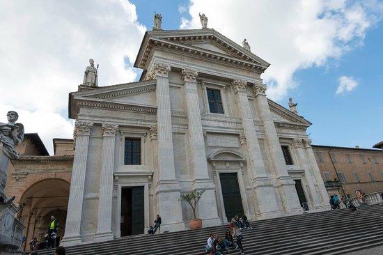 Cattedrale di Urbino: Facciata