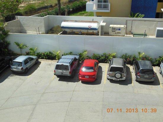 SUNSOL Caribbean Beach: estacionamiento