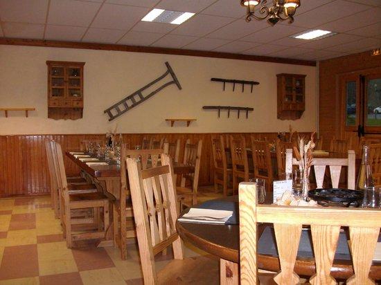 Les Cîmes du Leman : Décor typique de la salle à manger