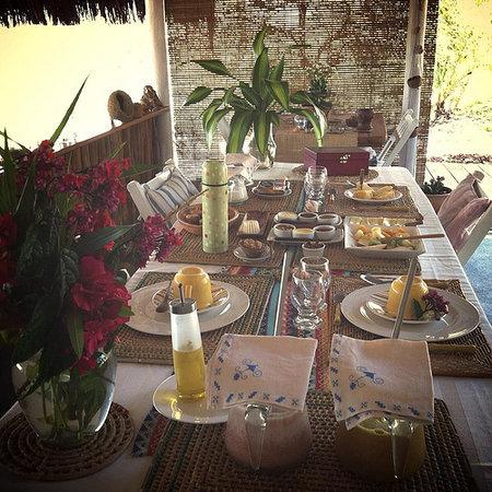 Eco-Pousada Casa Bobo: breakfast..dinner.. tea break..always with sea views and birds around you