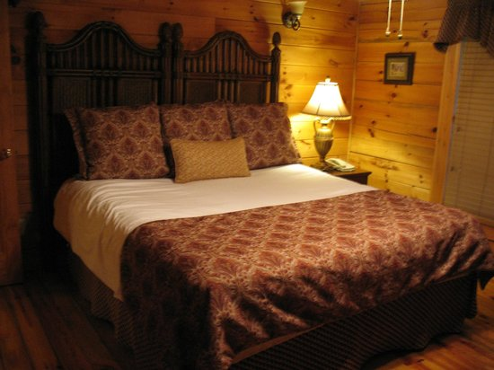 RiverStone Resort & Spa : Master bedroom with King bed and two huge closets