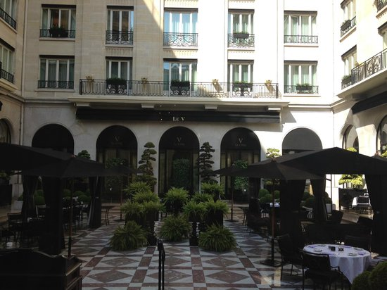 Four Seasons Hotel George V Paris: Le V terrace