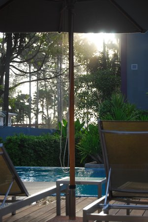 Holiday Inn Express Phuket Patong Beach Central: pool in dusk