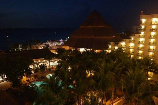 Grand Park Royal Cozumel: visual da varanda a noite