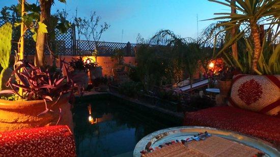 Riad CharCam: la terrasse et la piscine