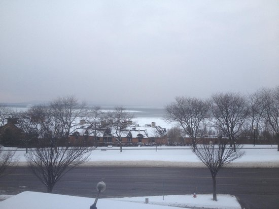 Hilton Burlington: Lakeview room in the winter